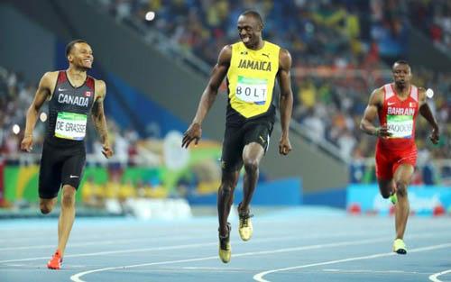 """Bái phục Usain Bolt: Chạy như đùa vẫn """"vô đối"""" - 9"""