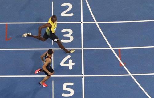 """Bái phục Usain Bolt: Chạy như đùa vẫn """"vô đối"""" - 10"""