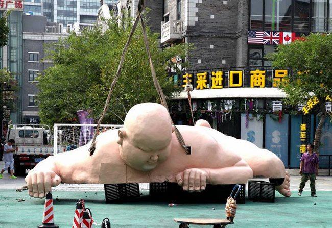 Tượng đàn ông khỏa thân khổng lồ ở TQ bị buộc phá dỡ - 5