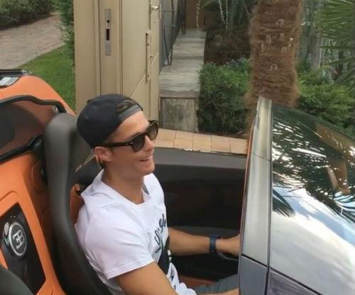 Ronaldo khoe clip lái siêu xe 50 tỷ VNĐ - 7