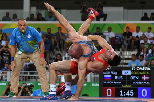 """Đô vật """"chết lâm sàng"""" trở lại giật HCV Olympic - 3"""