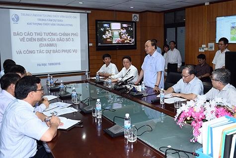 Thủ tướng Nguyễn Xuân Phúc cử 3 Phó Thủ tướng đi chống bão - 1