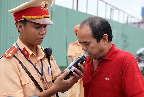"""CSGT hóa trang không có quyền xử lý """"ma men"""" - 1"""
