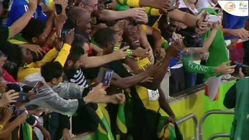 """Hét to """"số 1"""", Usain Bolt ăn mừng cú đúp HCV Olympic 2016 - 2"""