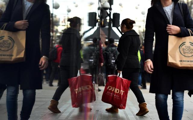 Doanh số bán lẻ tại Anh phục hồi mạnh hậu Brexit - 1