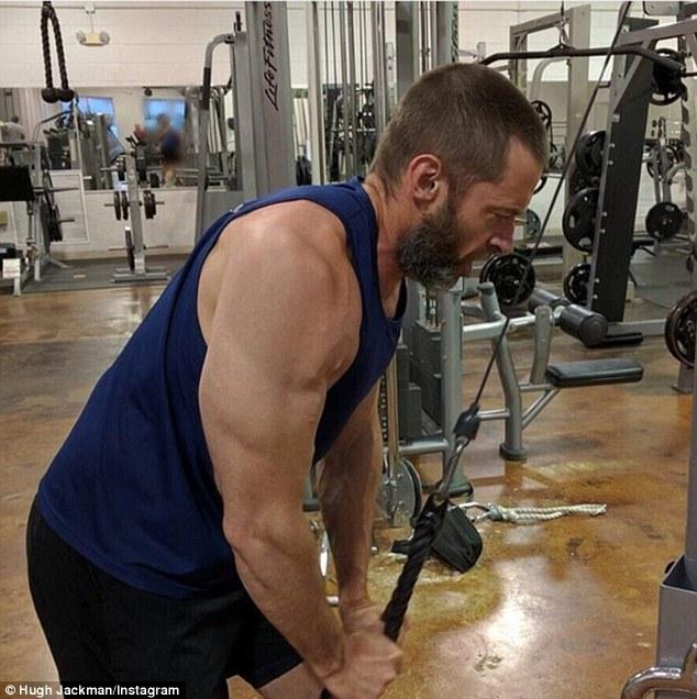 """""""Người Sói"""" tuổi U50 hút fan với cơ bắp lực lưỡng - 3"""