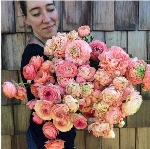 Cô gái trẻ chứng minh bán hoa là nghề tuyệt vời nhất - 1