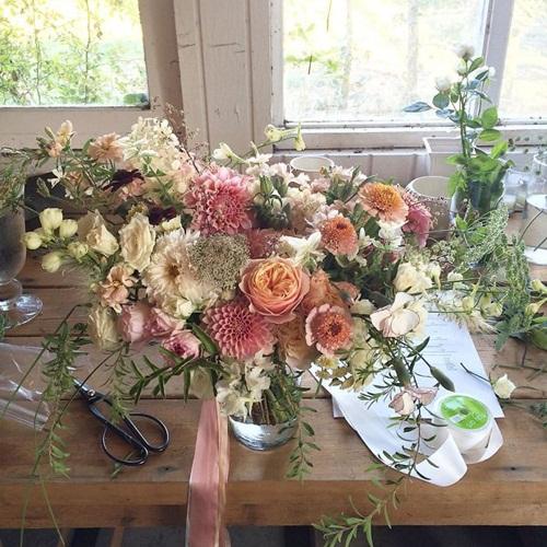 Cô gái trẻ chứng minh bán hoa là nghề tuyệt vời nhất - 11