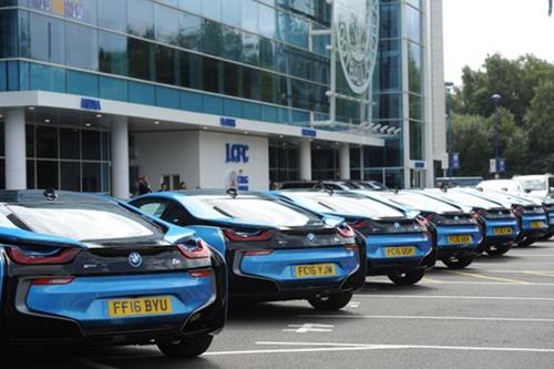 Ông chủ Leicester City thưởng 19 xe BMW i8 cho các cầu thủ - 6