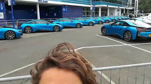 Ông chủ Leicester City thưởng 19 xe BMW i8 cho các cầu thủ - 8