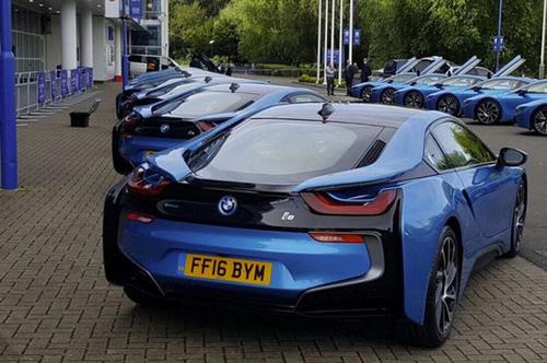 Ông chủ Leicester City thưởng 19 xe BMW i8 cho các cầu thủ - 9