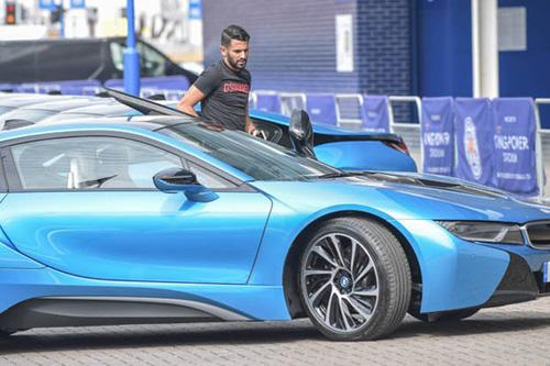 Ông chủ Leicester City thưởng 19 xe BMW i8 cho các cầu thủ - 4