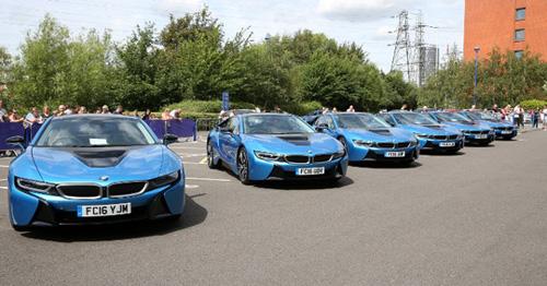 Ông chủ Leicester City thưởng 19 xe BMW i8 cho các cầu thủ - 5