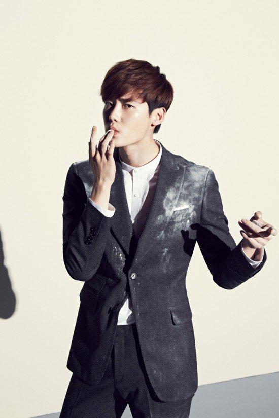 """Loạt ảnh điệu đà không ngờ của """"xạ thủ"""" Lee Jong Suk - 1"""