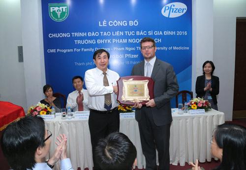 Dược phẩm Pfizer Việt Nam đồng hành cùng Trường ĐHYK Phạm Ngọc Thạch - 1