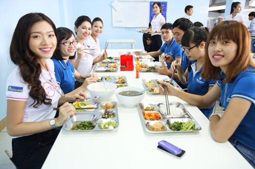 """Bữa trưa """"độc nhất vô nhị"""" của người đẹp Hoa hậu Việt Nam 2016 - 3"""
