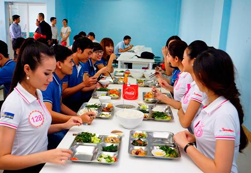 """Bữa trưa """"độc nhất vô nhị"""" của người đẹp Hoa hậu Việt Nam 2016 - 5"""