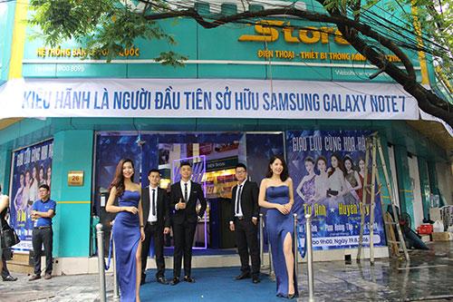 Sáng 19/8, ViettelStore đã trả 1500/5000 điện thoại Galaxy Note 7 được đặt trước - 4