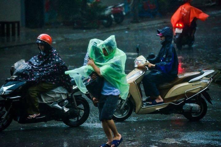 Bão Thần Sét đã suy yếu thành áp thấp nhiệt đới - 4
