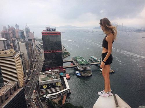 """Cô gái Nga nghiện """"tự sướng"""" trên nóc nhà chọc trời - 8"""