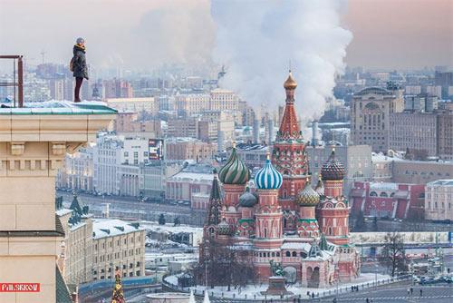 """Cô gái Nga nghiện """"tự sướng"""" trên nóc nhà chọc trời - 11"""