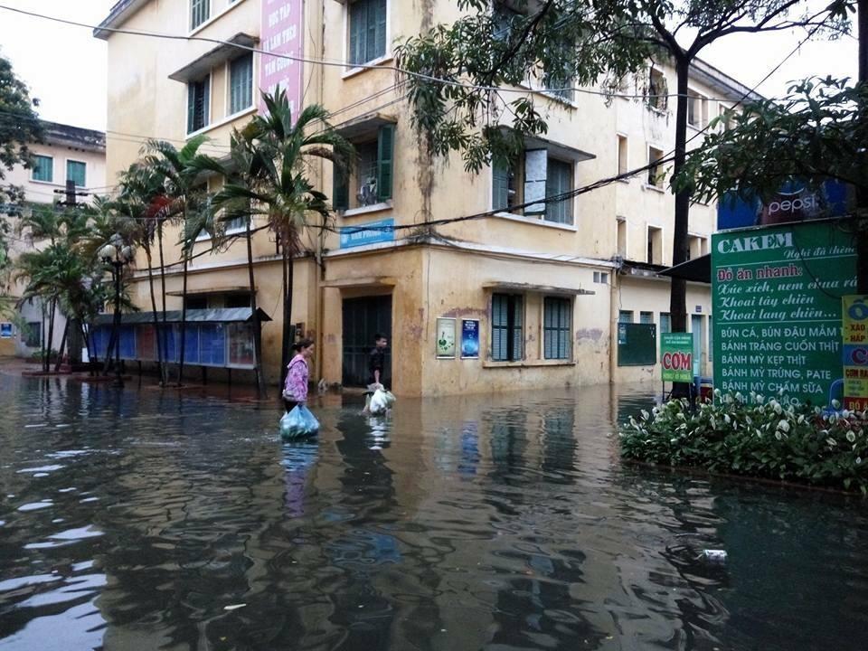 Bão Thần Sét đã suy yếu thành áp thấp nhiệt đới - 1