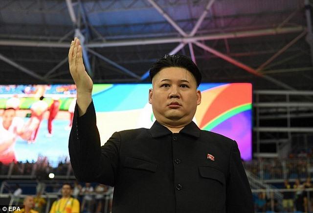 Người giống hệt Kim Jong-un xuất hiện ở Olympic Rio - 2