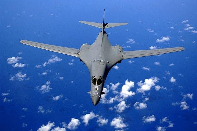 Sức mạnh bộ ba máy bay hạt nhân Mỹ lượn ở Biển Đông - 6