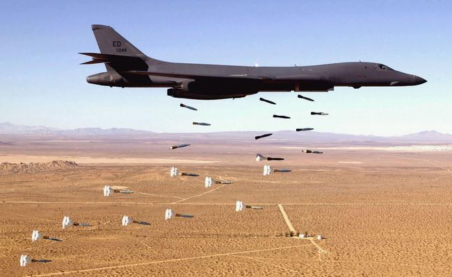 Sức mạnh bộ ba máy bay hạt nhân Mỹ lượn ở Biển Đông - 7