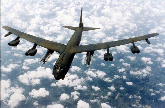 Sức mạnh bộ ba máy bay hạt nhân Mỹ lượn ở Biển Đông - 4