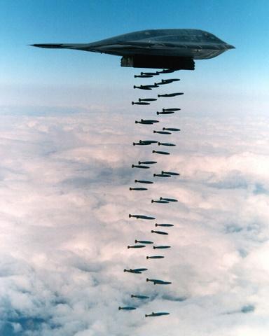 Sức mạnh bộ ba máy bay hạt nhân Mỹ lượn ở Biển Đông - 12