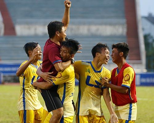 """Hạ dàn """"sao"""" U16 VN, U17 Đồng Tháp vô địch giải U17 - 7"""
