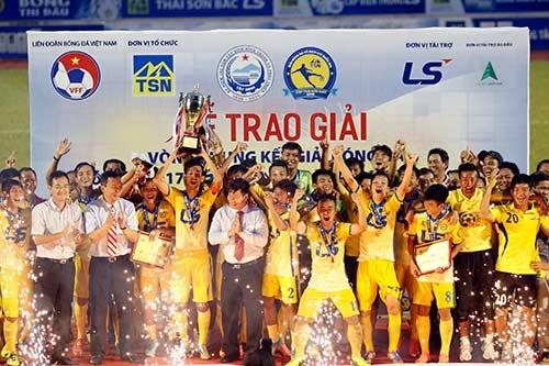 """Hạ dàn """"sao"""" U16 VN, U17 Đồng Tháp vô địch giải U17 - 9"""