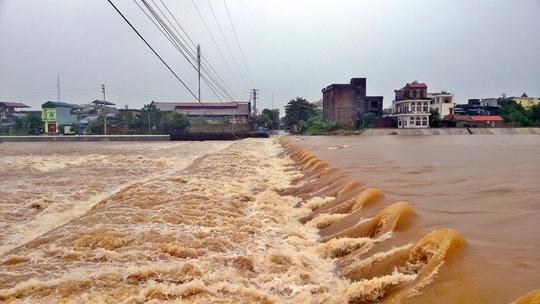 Quảng Ninh: Một huyện bị cô lập hoàn toàn trong nước lũ - 3
