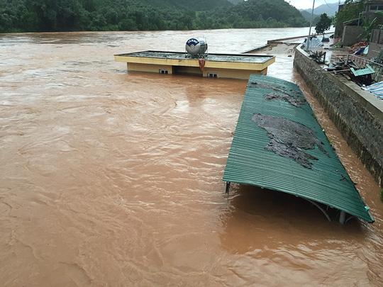 Quảng Ninh: Một huyện bị cô lập hoàn toàn trong nước lũ - 2