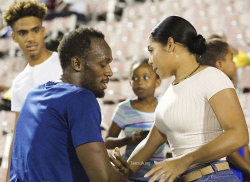 Vô đối Olympic, Bolt được bạn gái nóng bỏng đưa lên mây - 7