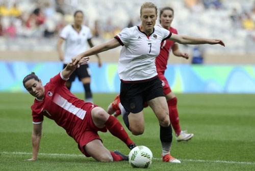 Thụy Điển - Đức: HCV thuyết phục (CK bóng đá nữ Olympic) - 1