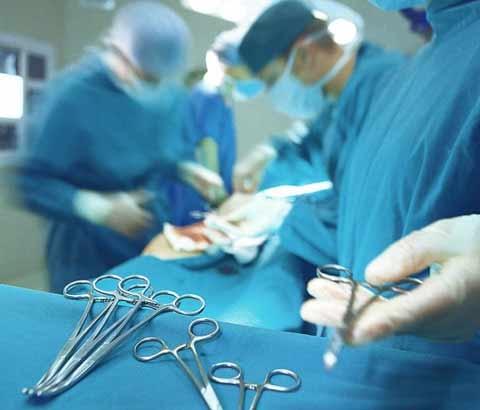 Cứu sống thanh niên bị dao bầu cắm xuyên hộp sọ - 1