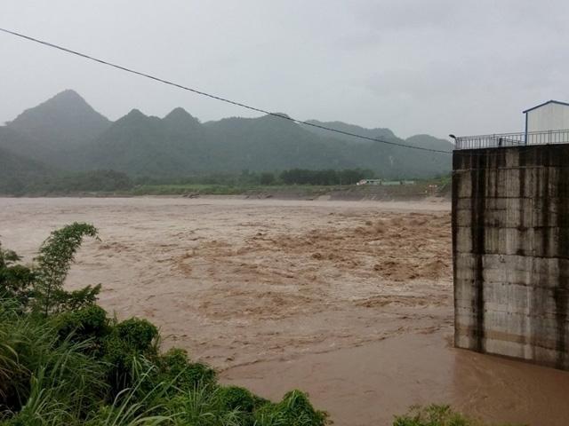 Nhiều nơi ở Nghệ An, Thanh Hóa bị cô lập sau bão số 3 - 5