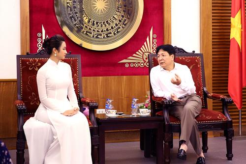 Thứ trưởng Bộ Văn hóa dặn HH Thu Ngân không hút thuốc - 2