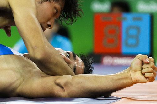 Tin nóng Olympic ngày 15: Khóc nấc vì mất HCV vào giây cuối - 4