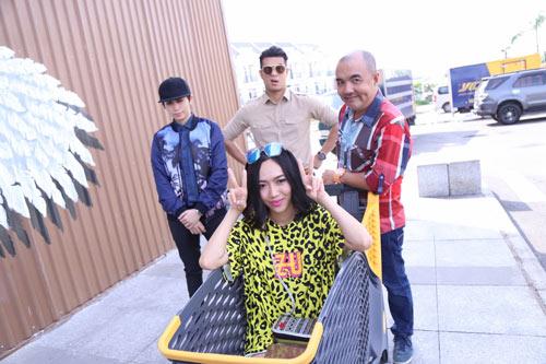 """Hương Giang Idol sợ """"hết hồn"""" vì phải hôn đồng nghiệp - 2"""