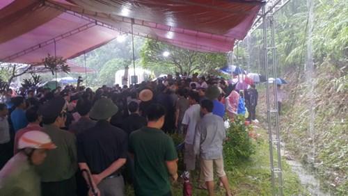 Hàng ngàn người đội mưa đưa tiễn Bí thư Tỉnh ủy Yên Bái - 3