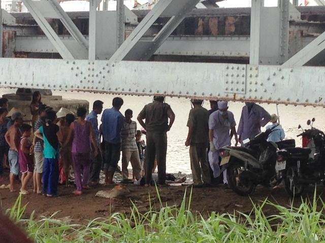 Đi taxi đến giữa cầu, nam thanh niên nhảy sông Sài Gòn - 1