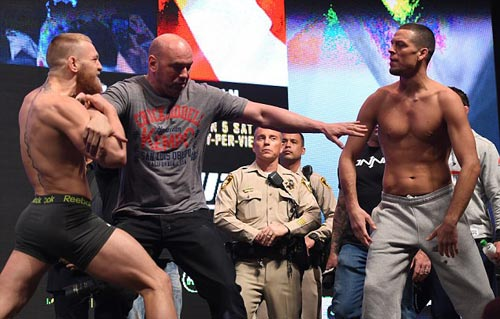"""Đại chiến UFC: """"Gã điên"""" đòi đấm gục cả đội đối thủ - 5"""