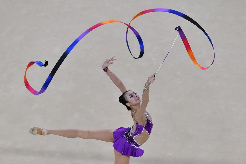 21 bộ đồ thể dục nghệ thuật sexy mê người ở Olympic Rio - 3