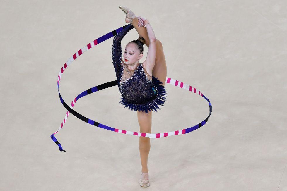 21 bộ đồ thể dục nghệ thuật sexy mê người ở Olympic Rio - 2
