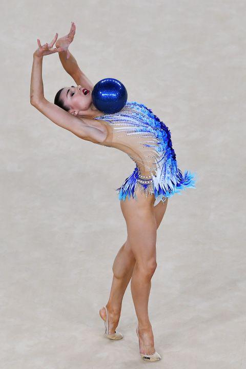 21 bộ đồ thể dục nghệ thuật sexy mê người ở Olympic Rio - 14