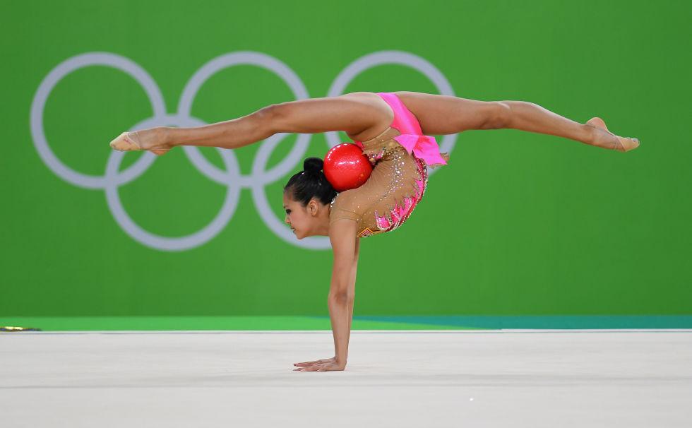 21 bộ đồ thể dục nghệ thuật sexy mê người ở Olympic Rio - 12