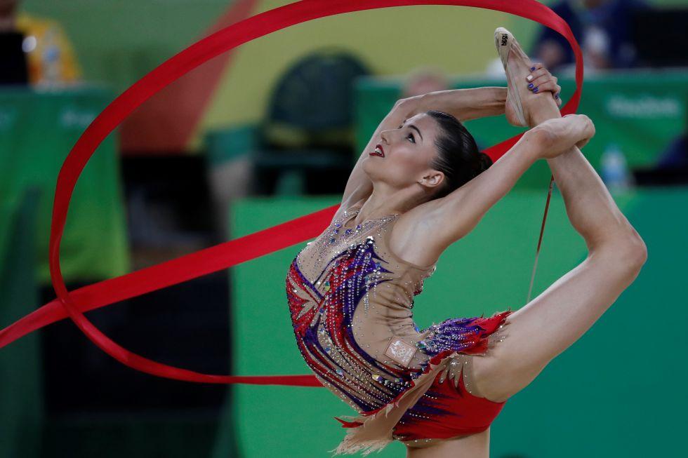 21 bộ đồ thể dục nghệ thuật sexy mê người ở Olympic Rio - 16